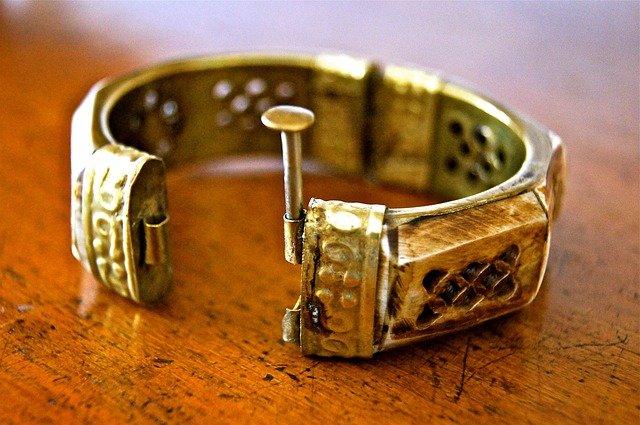 bijoux en laiton