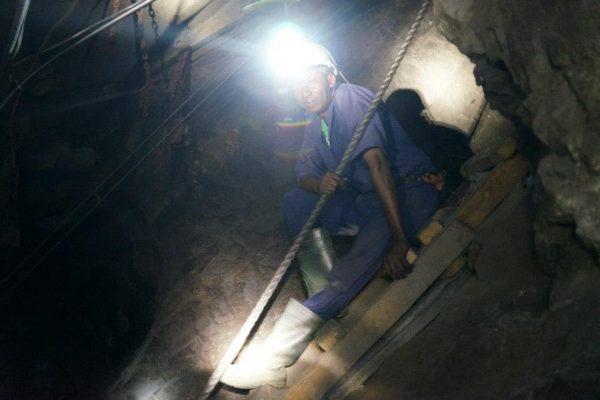 mineur dans la mine de TanzaniteOne